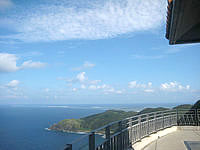 久米島の比屋定バンタの展望台 - やっぱり展望台2階からの景色は格別