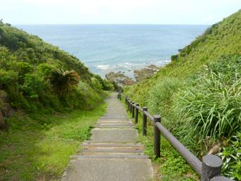 久米島のタチジャミ自然公園/久米島県立自然公園「とにかく下ります。そして道のりも長い」