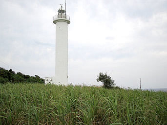 久米島の久米島の灯台「比較的大きめの灯台です」