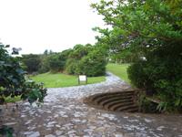 久米島の五枝の松園地/久米島県立自然公園 - 公園内はとても整備されています