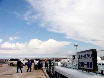 久米島の真泊港(旧高速艇の港)