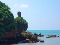 久米島のガラサー山/男岩 - 突き出した部分が象徴的