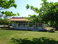 久米島のパーラーシンリ浜/キャンプ場 - 食堂的な要素もあります