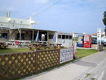 久米島のパーラートップ(営業しているか要確認)「屋外で気持ちよく食べることが出来そうな感じ」