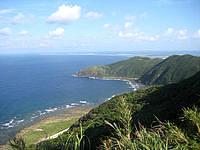 久米島の比屋定バンタ - 久米島の北東部の絶壁からはての浜まで