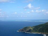 久米島の比屋定バンタ - はての浜まで一望