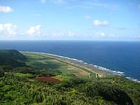 久米島の比屋定バンタ - 北西側にはのどかな田園風景が!?