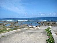 久米島の熱帯魚の家 - 基本的に岩場で砂浜はあまりありません