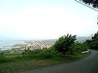 久米島のアーラ林道/阿良林道 - 兼城市街も一望