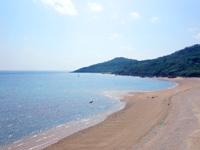 久米島の島尻の浜 - のどかなビーチです