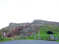 久米島の具志川城跡 - 入口には石碑もあるのですぐに分かるでしょう