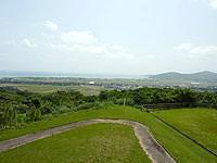 久米島の登武那覇園地下 - 奥武島の先にはての浜