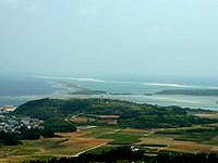 久米島の登武那覇園地下 - ナカノ浜からハテノ浜まで望めます