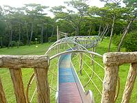 久米島のだるま山園地 - 滑り台もあるが滅多に人が来ない様子