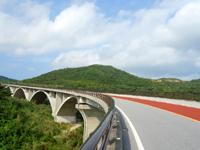 久米島のつむぎ橋/てぃーだ橋 - つむぎ橋は下の橋