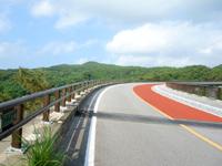久米島のつむぎ橋/てぃーだ橋 - 橋脚がどうにか望めます
