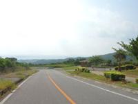 久米島のつむぎてぃーだ橋展望台/休憩所 - 下の休憩所からは景色はなかなか
