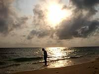 来間島の長間浜 - 西向きなので夕日も望めます