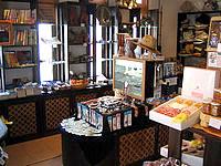 来間島のカフェ楽園の果実 - 売店部分ではお土産も買えます