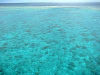 来間島のたそがれシーサー - 南側のシーサーが見ている景色
