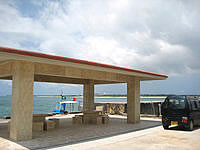 来間島の来間港 - 休憩スペースも有ります
