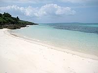 来間島の来間港のビーチ