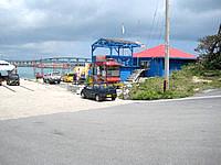 来間島の来間島水中観光船 トミー - 来間港の入口部分にあります