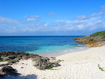 来間島の長崎浜「小さいですが意外と綺麗です」