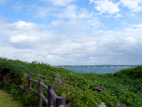 来間島のタコ公園 - オブジェ前から来間大橋もどうにか望める