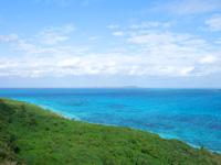 来間島の竜宮城展望台 - 伊良部島側の景色