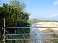 来間島の長間浜北の入口 - 2017年は造成されていた