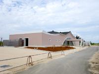 来間島の長間浜北の入口 - 2018年以降はダサい建築物が!?
