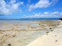 黒島の仲本海岸 - 砂浜はホントに狭いが特に不便しない