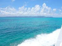 黒島の黒島港沖の海 - 石垣島行きは船の左側を要チェック!