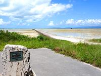 八重山列島 黒島の伊古桟橋/休憩所/牛ベンチの写真