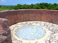 黒島の道百選展望台 - 頂上には八重山の地図があるが景色はイマイチ