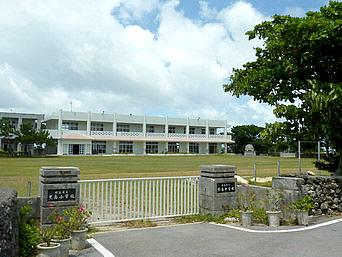 黒島の黒島小中「沖縄の学校はすぐに建て替えられる」