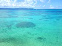 黒島の西の浜脇のビーチ/防波堤 - ここからの景色はなかなか爽快