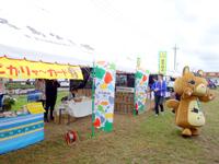 黒島の牛まつりメイン会場/ステージ - 物販やぴかりゃーブースもあります