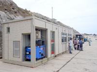 南大東島の移動式船客待合所 - 移動式だけど電気も水道もトイレもあり!