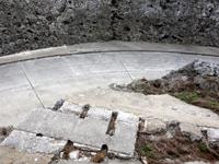 南大東島の西港レール - 微妙だけどよく見るとレールっぽい