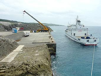 南大東島の西港/南大東港 西地区「南大東島の海の玄関口ですが船は接岸できない」