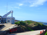 南大東島の南大東港湾事務所/南大東村役場港湾業務課 - 港からは結構距離があります
