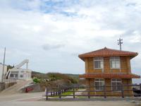 南大東島の南大東港湾事務所/南大東村役場港湾業務課 - 見晴台への入口は閉じています