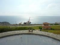 南大東島の南大東港湾事務所/南大東村役場港湾業務課 - 見晴台から西港を見る