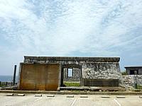 南大東島の旧ボイラー小屋 - 道路側から見るとこんな感じ