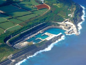 南大東島の南大東漁港