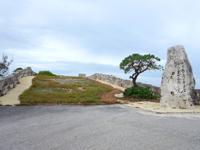 南大東島の南大東漁港 - 何段階にも分けてここまで建設