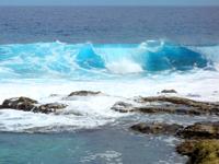 南大東島の海軍棒プール/南大東島東海岸植物群落 - 海水プールには相変わらず波が入ってくる