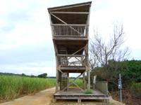 南大東島の大池展望台/東水門 - 2階建ての展望台の2階部分